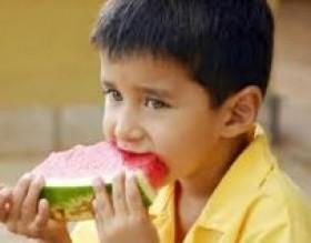 criança comendo apetite