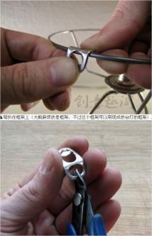 Kemudian gunakan tang pemotong untuk memotong bagian segel yang ...