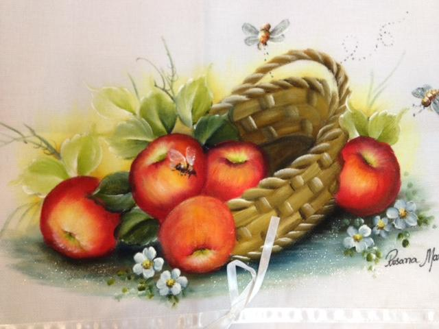 Pano de prato com cesta de frutas: