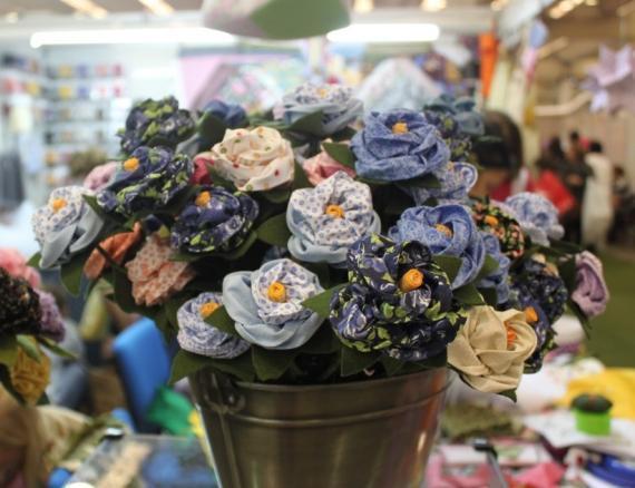 Aparador Jysk ~ Lindas flores de tecido Passo a passo Arteblog