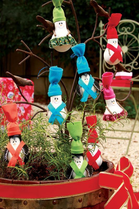 decoracao de natal lampadas: virar lindos bonequinhos de neve para decorar sua árvore de Natal