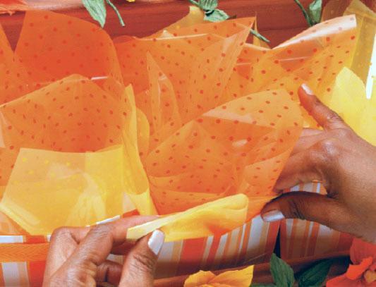 1331125498_flores-laranja_passo09_06-03-12