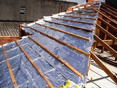 Como colocar a manta termica no telhado