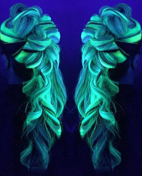 conheca-a-tinta-de-cabelos-coloridos-que-brilha-no-escuro33-2-thumb-570-jpg-pagespeed-ce-wtak5vsp6m