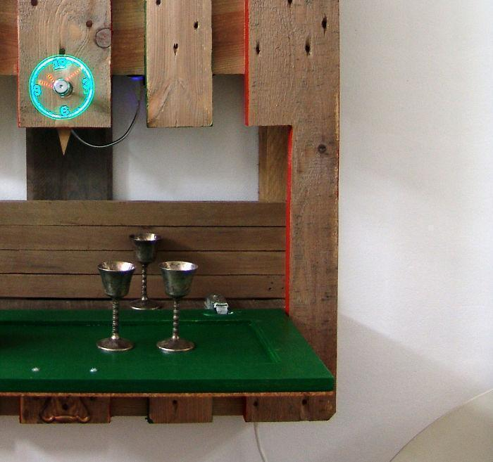i-transformed-pallets-into-a-functional-wall-decoration-586e176c1c03a__700