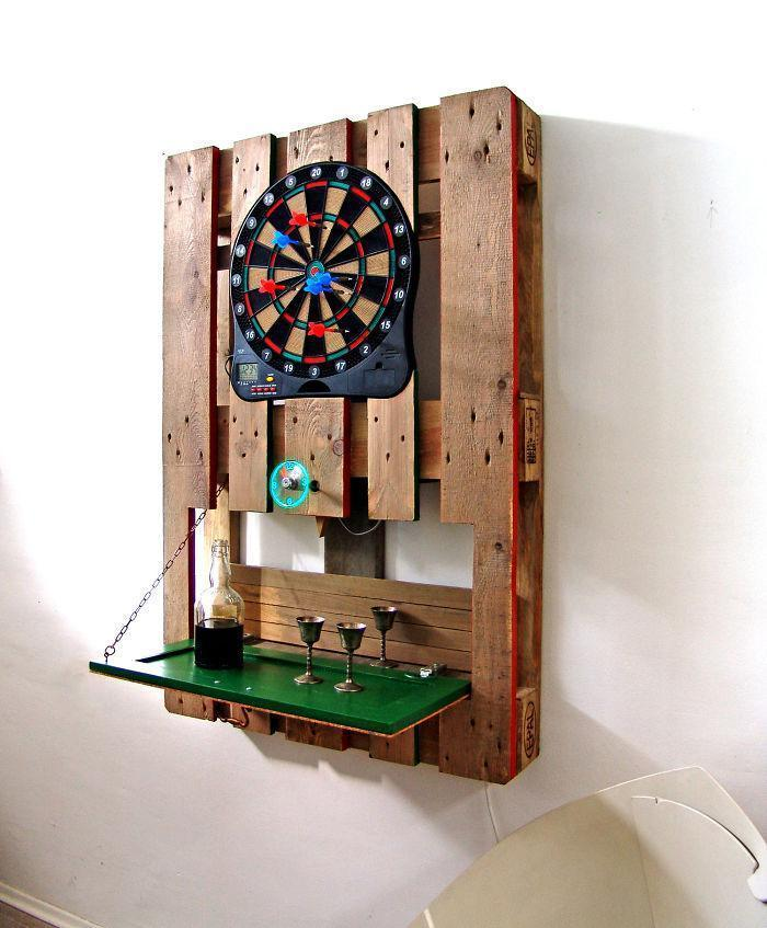 i-transformed-pallets-into-a-functional-wall-decoration-586e179c70d1f__700