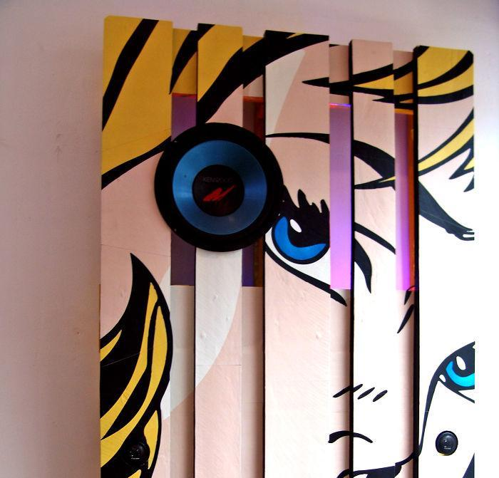 i-transformed-pallets-into-a-functional-wall-decoration-586e18818b35d__700