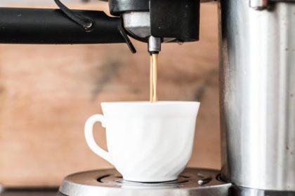 aparelhos-consomem-energia-desligados-cafeteira